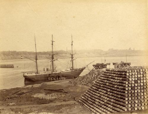 sunderland_ship_at_anchor_26.4.1890