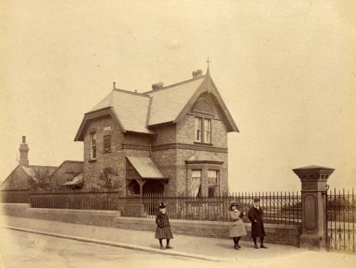 sunderlandcottage_in_park_april_1890